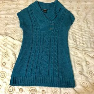 Turquoise short sleeve collared sweater